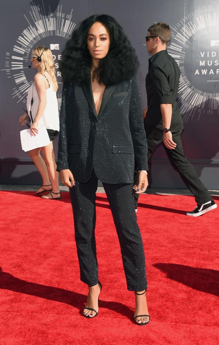 Solange Knowles появилась на  MTV Video Music Awards  в костюме H&M