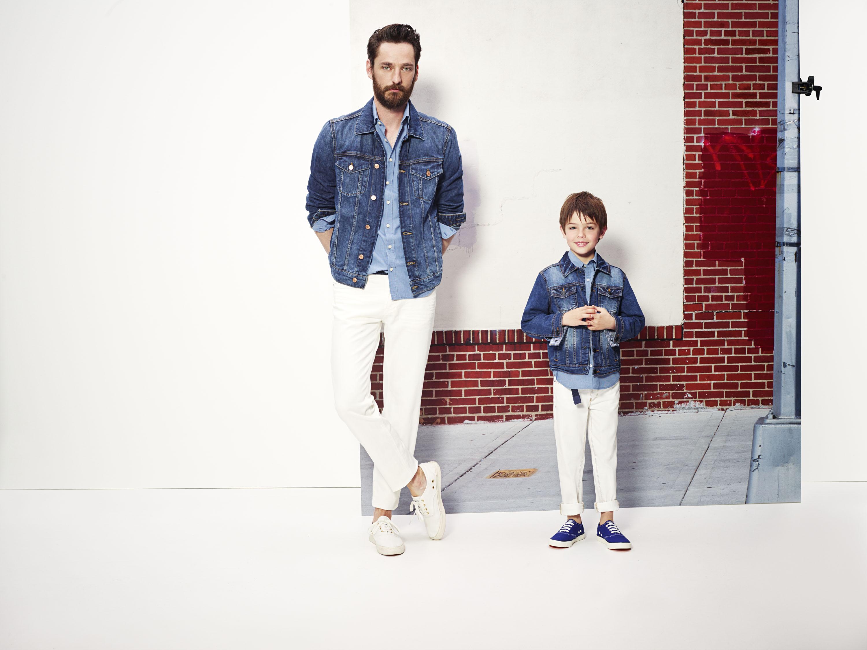 Испанский бренд MANGO представил парные вещи для родителей и детей