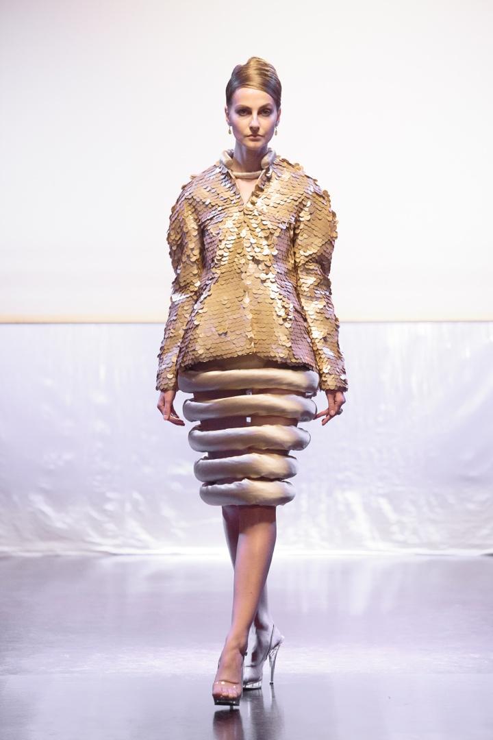 Неделя моды в Париже: коллекция Corrie Nielsen «Одинокая девушка»