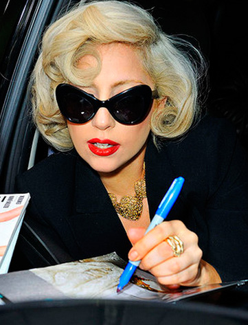 Эпатажный образ: Леди Гага