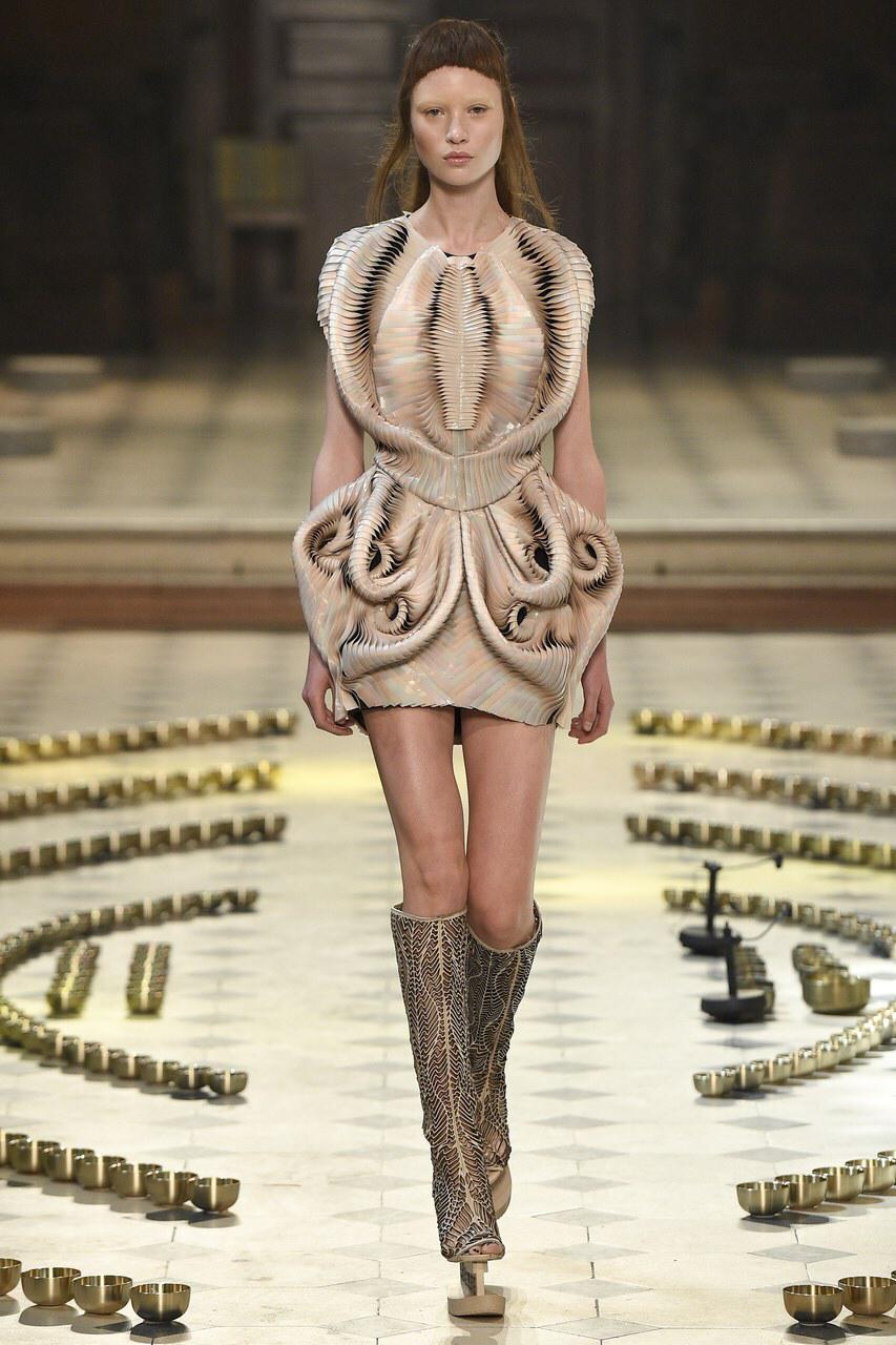 Iris Van Herpen  FALL 2016 Couture